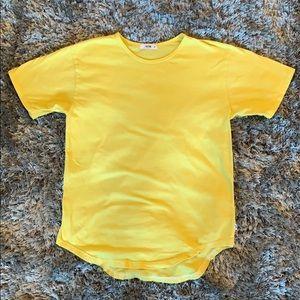 Yellow eptm. Scoop tee